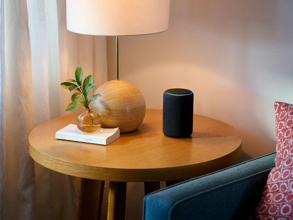 Amazon Echo Plus : lampe de salon