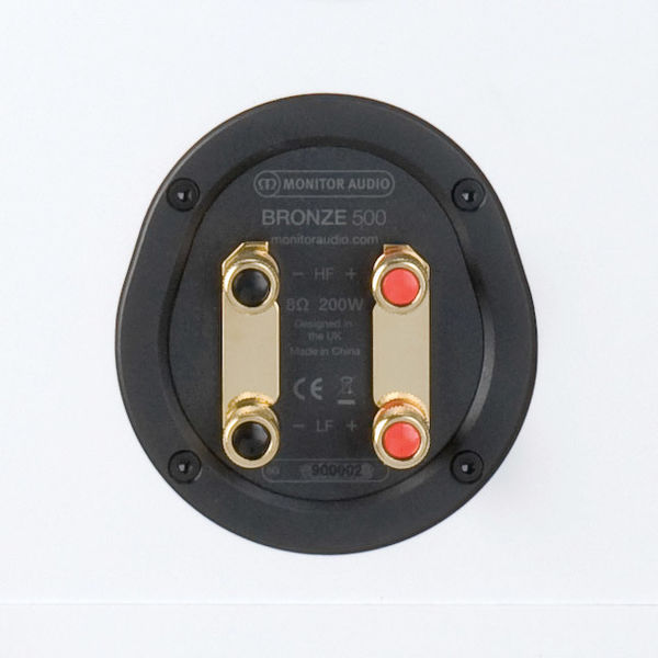 Monitor Audio Bronze 500 : borniers plaqués or compatibles bi-câblage et bi-amplification