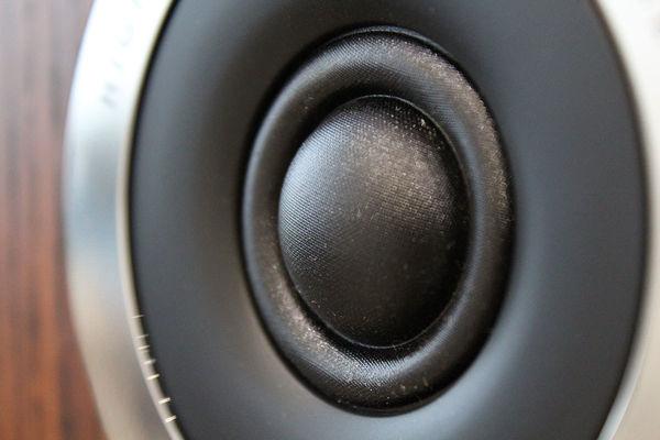 Gros plan sur le tweeter de l'enceinte Q Acoustics 3030i