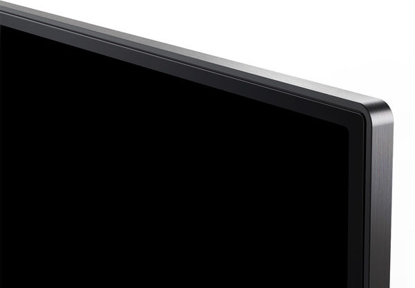 TCL 65DC760 : cadre métal, bords fins, large espace colorimétrique