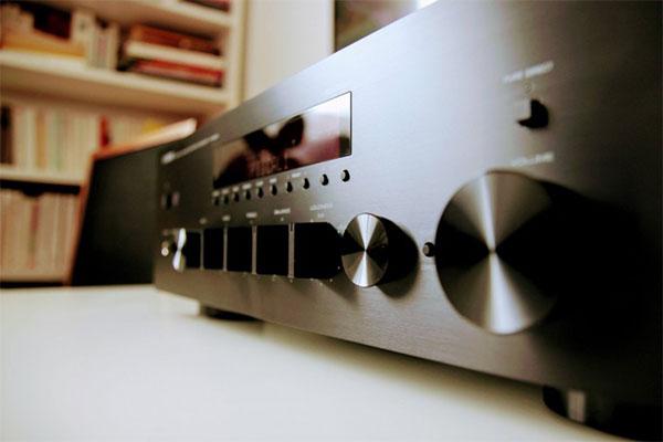 L'amplificateur réseau hi-fi Yamaha R-N602.