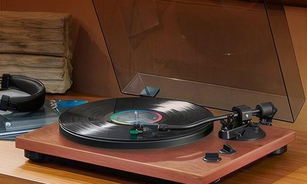 La sélection tourne-disques vintage finition bois