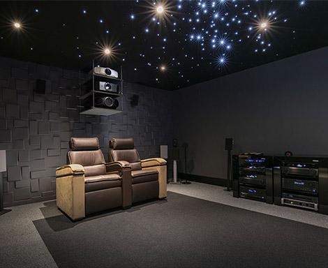 Plus proches de vous, les magasins Son-Vidéo.com présentent les dernières technologies numériques et des ensembles hi-fi et home-cinéma de nouvelle génération..